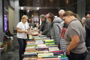 Maiņas punkts Rīgas Grāmatu svētkos darbojas Latvijas Nacionālajā bibliotēkā