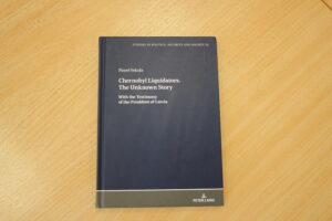 """RCB dāvinājumā saņēmusi grāmatu """"Chernobyl Liquidators. The Unknown Story"""""""