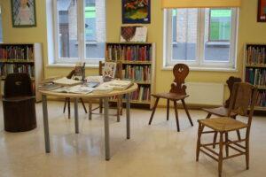 """RCB filiālbibliotēkā """"Vidzeme"""" apskatāmi vēsturiski krēsli"""