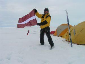 """Tikšanās ar ceļotāju Juri Ulmani un topošās grāmatas """"Uz Grenlandi – pēc pērlēm"""" lasījumi"""